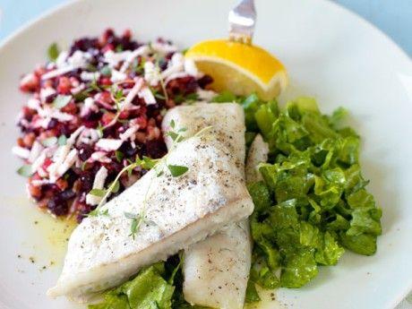 Ugnsbakad torsk och ljummen matvetesallad med rödbetor