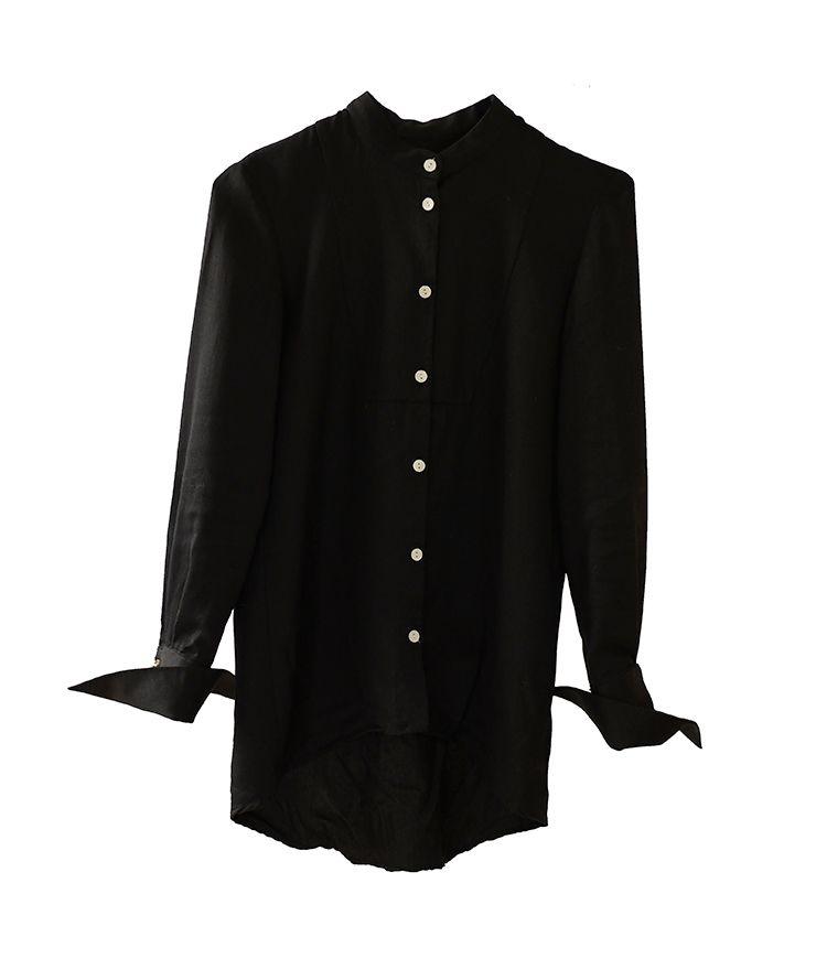 Camisa negra básica de cuello Mao.