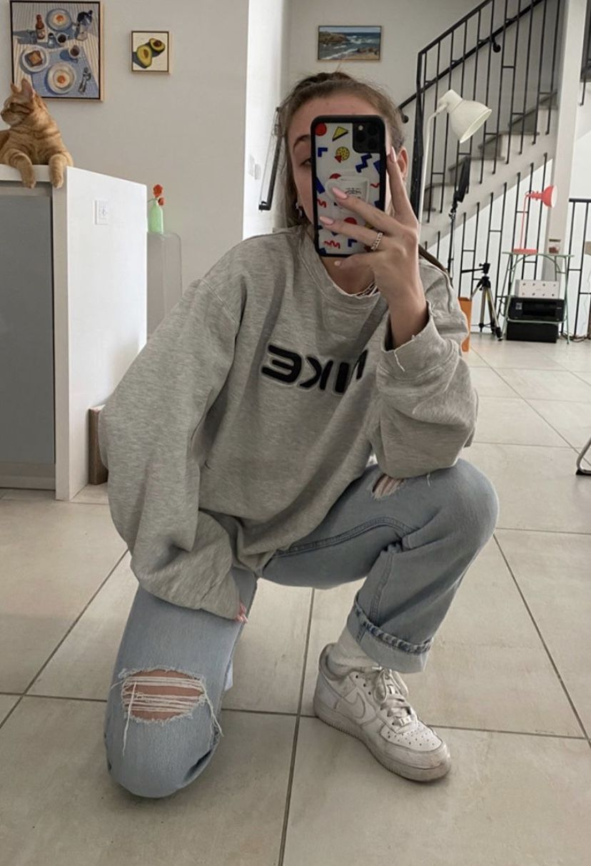 Casual N Comfy In 2020 Vintage Nike Sweatshirt Aesthetic Clothes Casual School Outfits