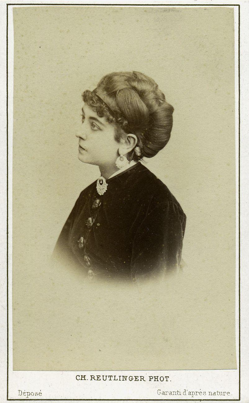Actrice. Albumine visitekaart foto (1869) gemaakt door Charles Reutlinger. Verzameling Wilfried Vandevelde.