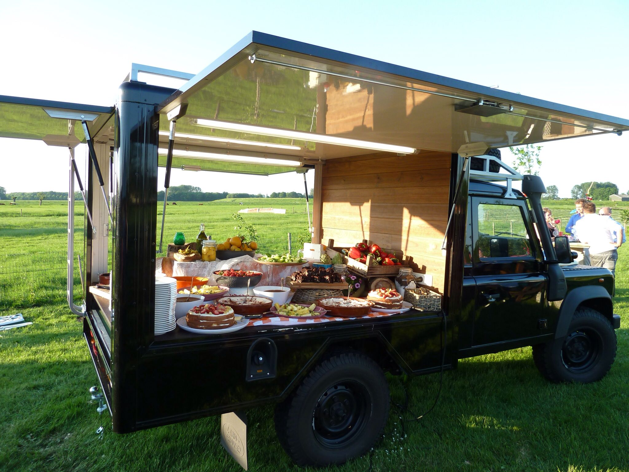 Voldaan Catering food truck mobile kitchen, mobile canteen