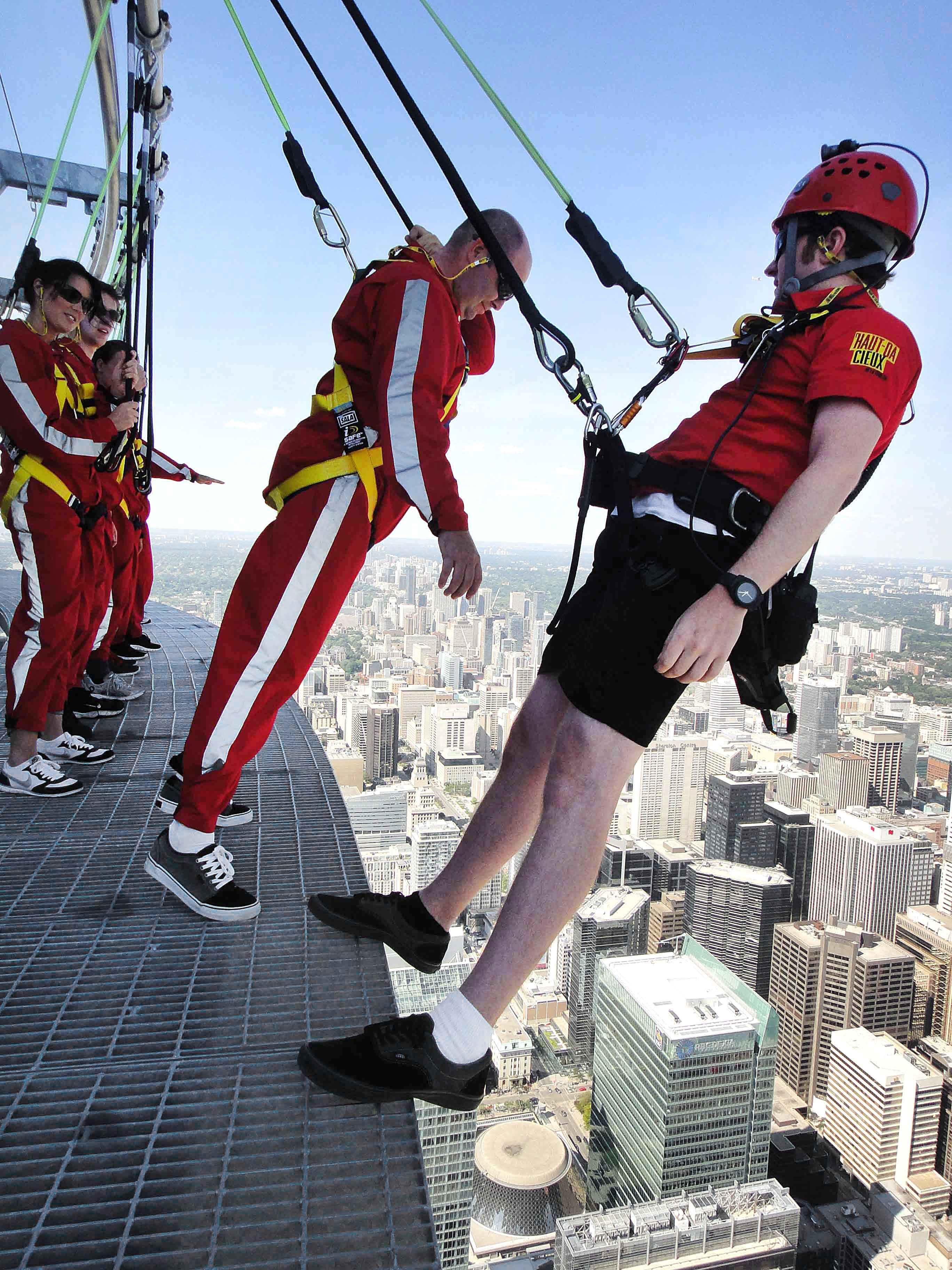 Want a job that will never get boring? We are now hiring for EdgeWalk. Check out our careers page for more http://www.cntower.ca/en-ca/contact-us/careers/opportunities.html / À la recherche d'un travail toujours intéressant? Nous recrutons pour L'HAUT-DA CIEUX http://www.cntower.ca/fr-ca/contactez-nous/emploi/perspectives.html