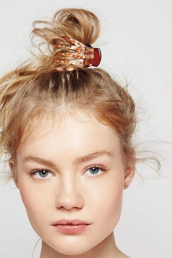 7 Easy Hairstyles You Can Do With A Claw Clip Clip Hairstyles