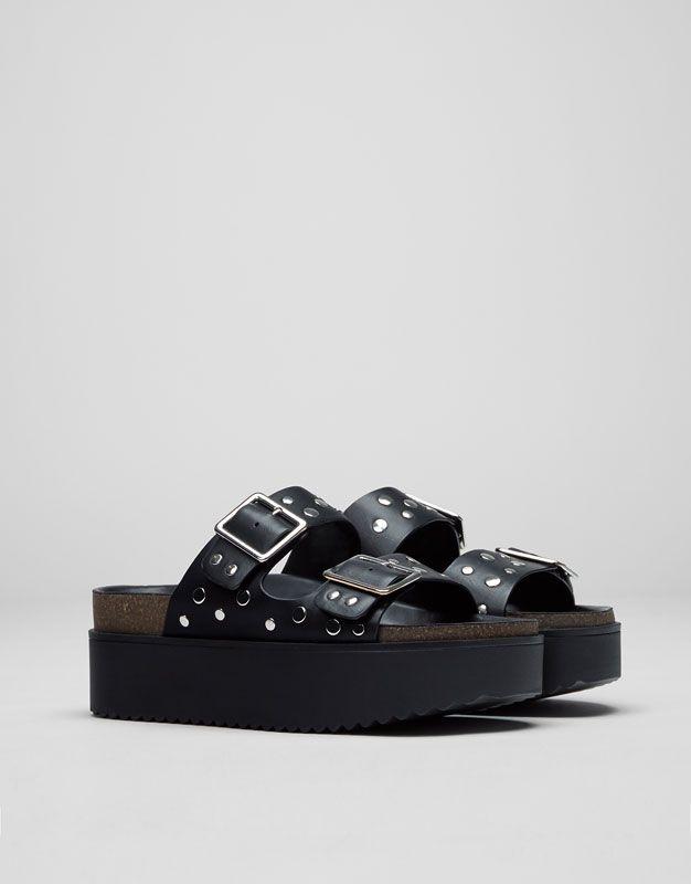 Sandalia bloque tachas - Últimas novedades - Calzado - Mujer - PULL BEAR  Colombia 1da4dafc80f4