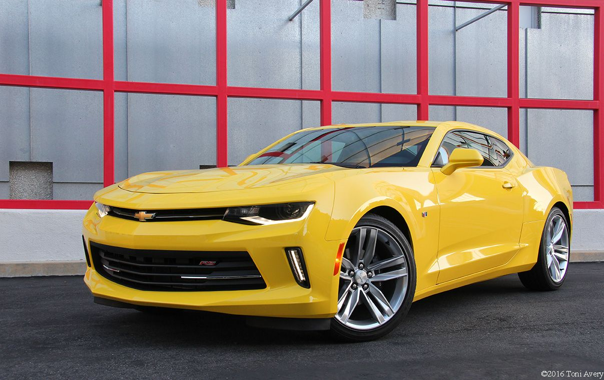 I Usually Don T Like Yellow Cars But The Camaro Pulls It Off