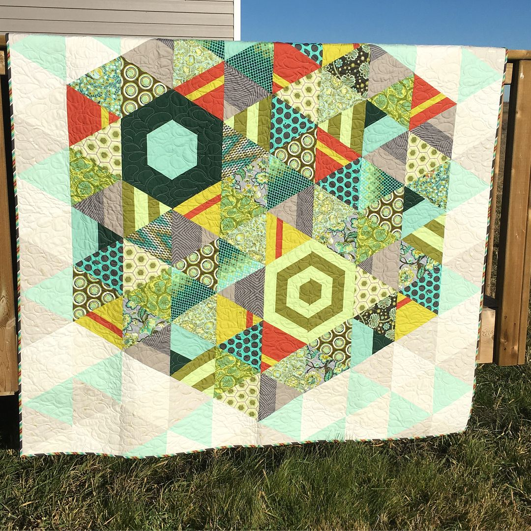 i made this quilt while very pregnant with zoe it is thebighex from