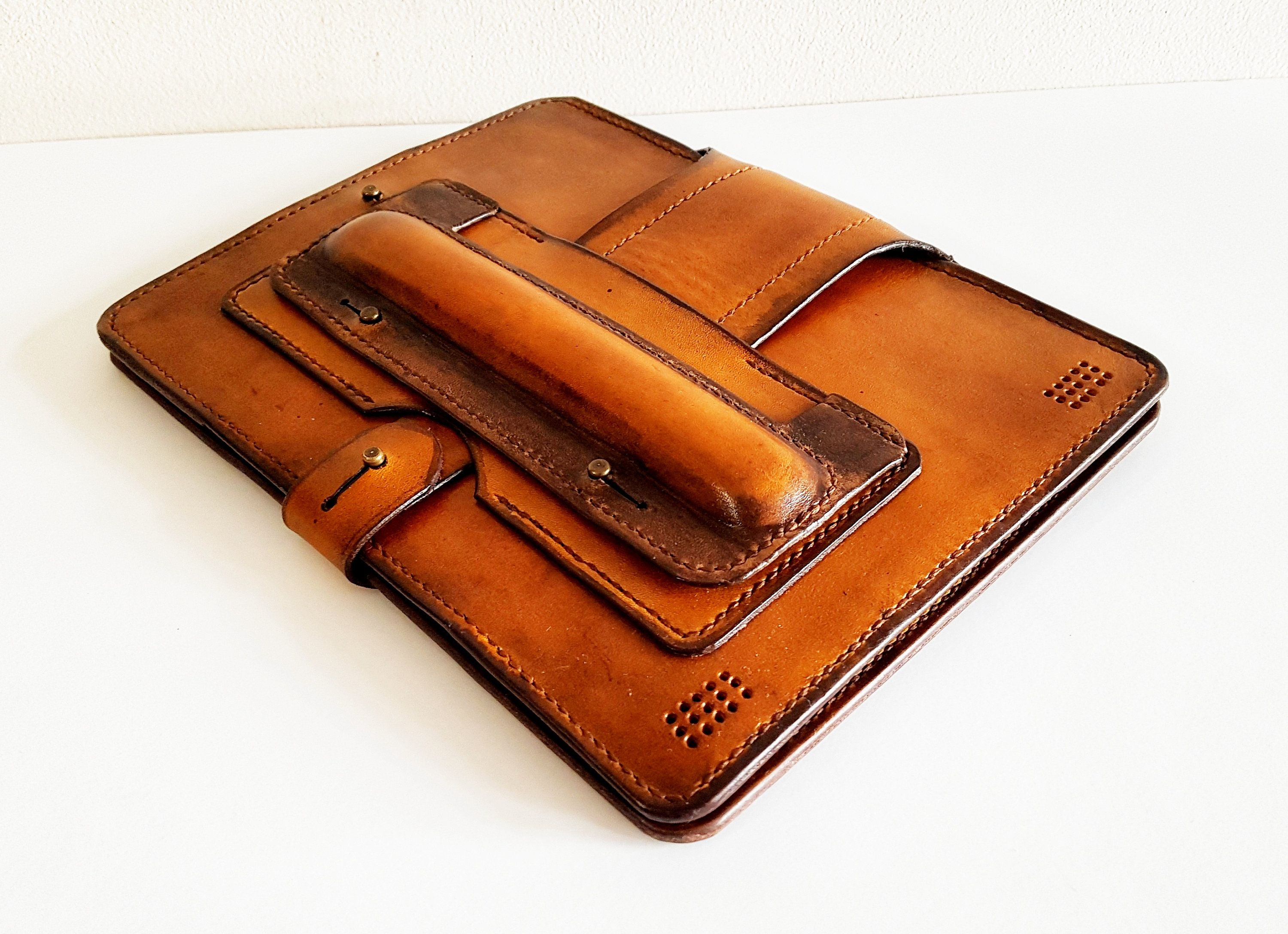 Onyx Boox Note 10.3 Leather Cover. Onyx Boox Leather Case