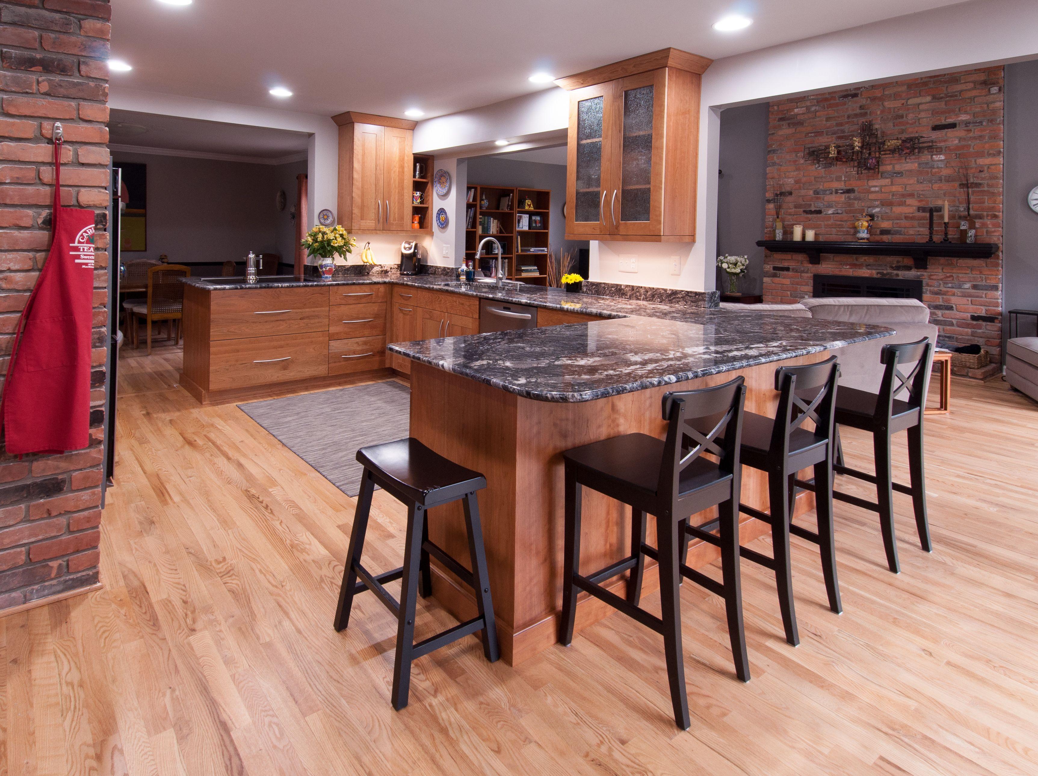 A Stunning Kitchen With Lafata Custom Cabinetry Custom Kitchens Design Custom Kitchen Cabinets Custom Kitchens