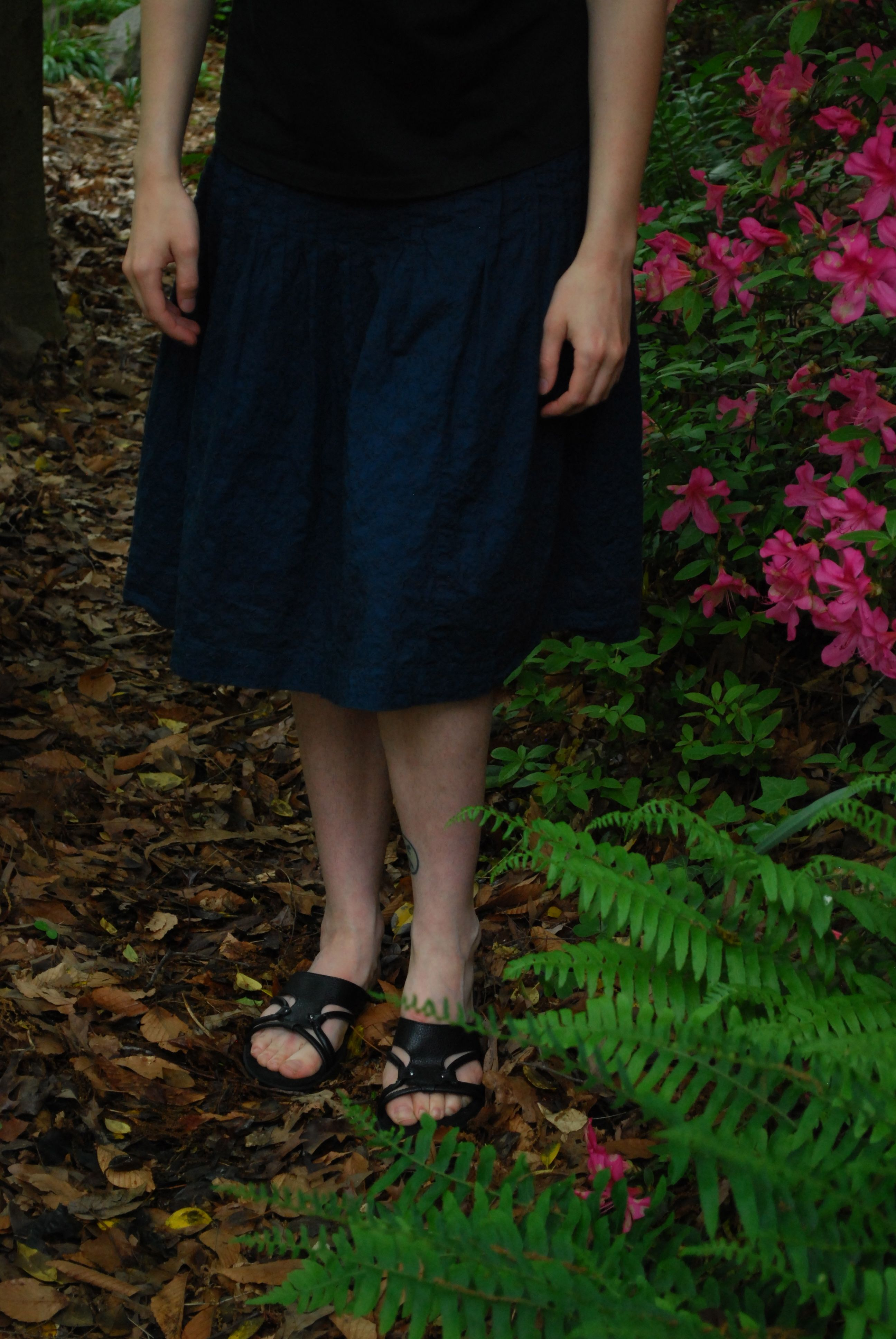 Navy skirt (Banana Republic), gorgeous black sandals (Aerosoles), black fitted t-shirt (bella)