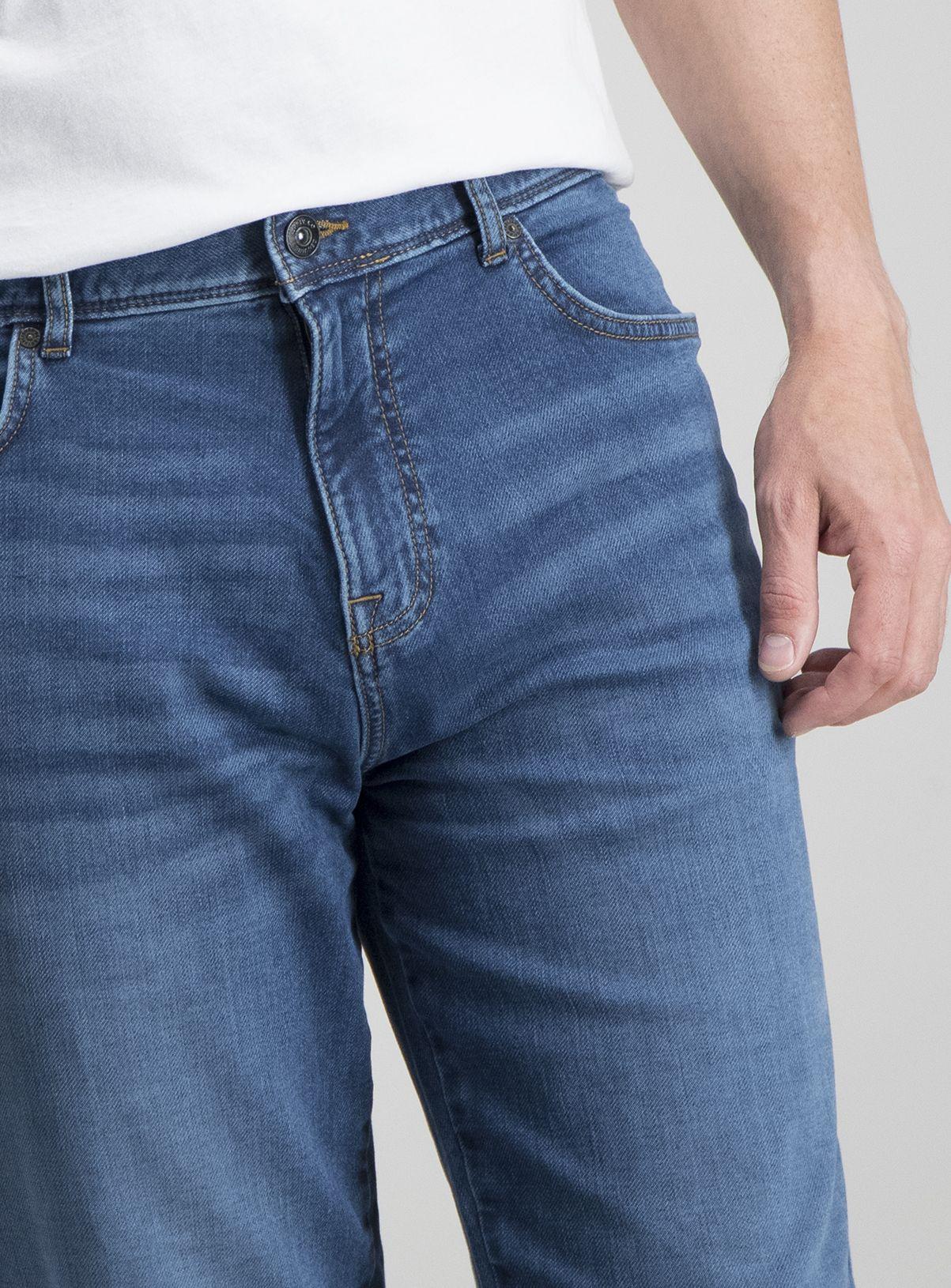 Men's Light Wash Denim Straight Fit Ultimate Comfort Jeans