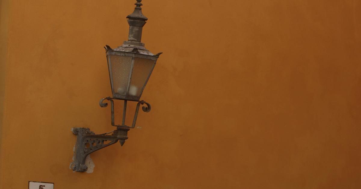 Cómo hacer un armazón de alambre para la pantalla de una lámpara ...