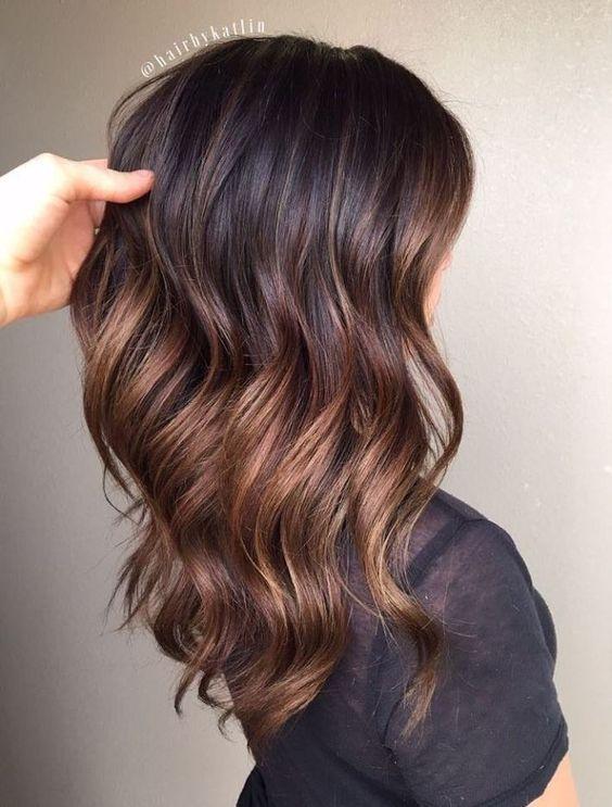 Balayage en cabello negro y largo