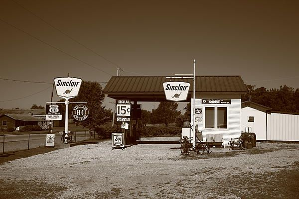 Route 66 Gas Station. An old Sinclair filling station on old ... on gas station vintage route 66, gas stations on route, gas station signs, gas station attendant job description, gas station murals, gas station pump, gas station 1950s, gas station clip art, gas stations along i-81,