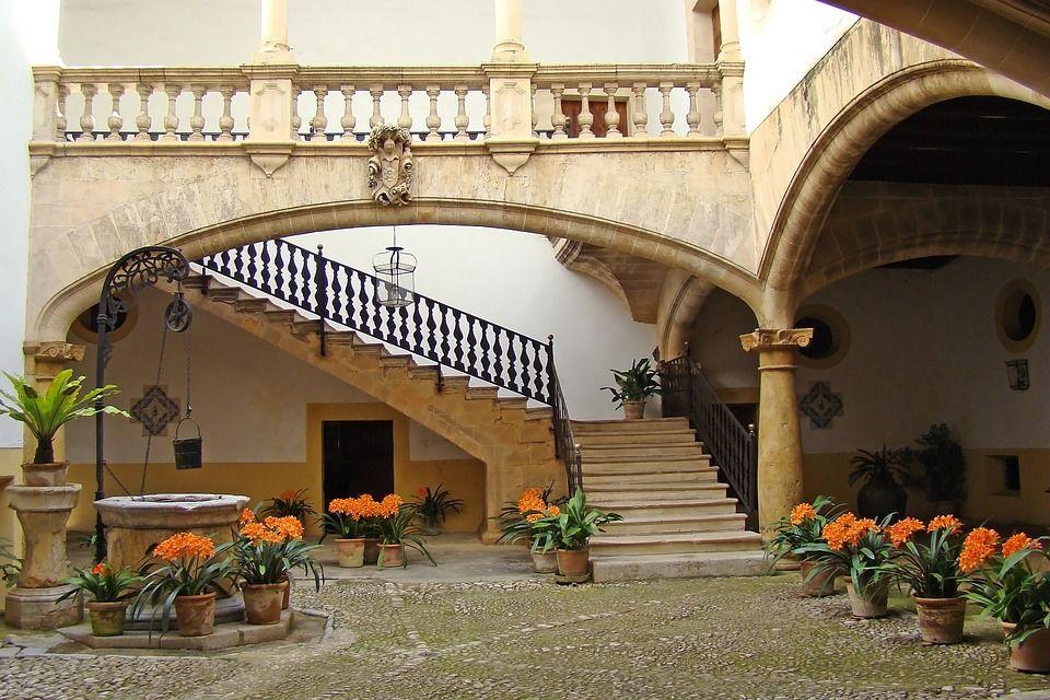 Patio palmesano, arquitectura mallorquina