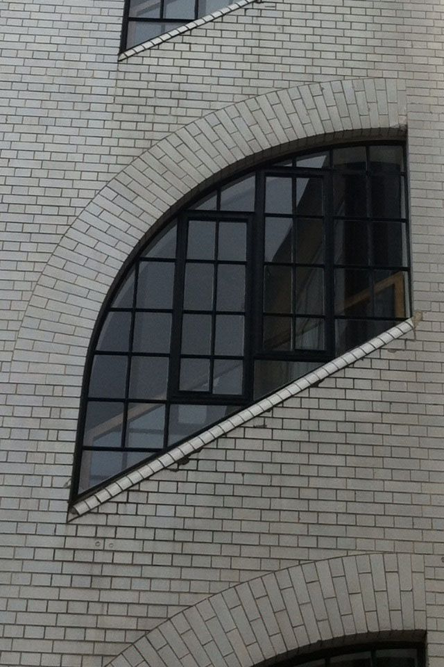 Best White Glazed Brick Stair Tower Off Oxford Street London Glazed Brick Brick Arch Brick 400 x 300
