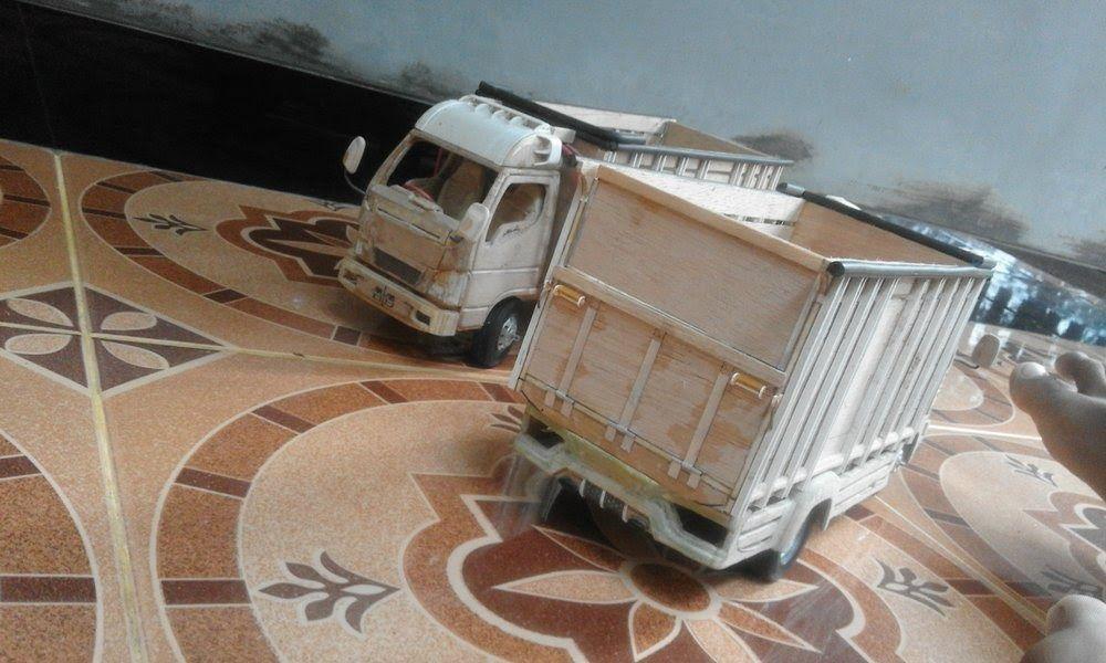 Truck Miniatur Terbuat Dari Kayu Jati Miniatur Truk Stiker Mobil