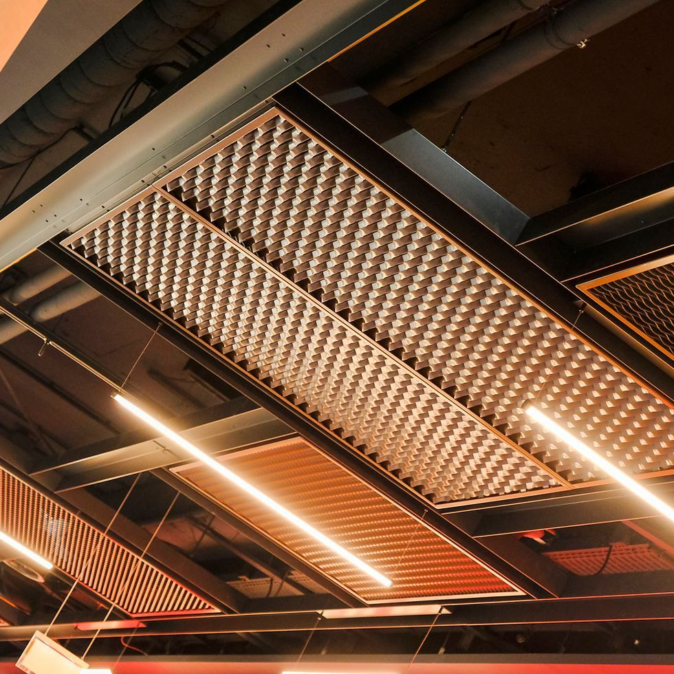 A Funky Bespoke Metal Mesh Ceiling At The Donauplex Leisure Complex In Vienna Coloured In Brown Read And Grey Black Click Metall Design Offene Decke Design