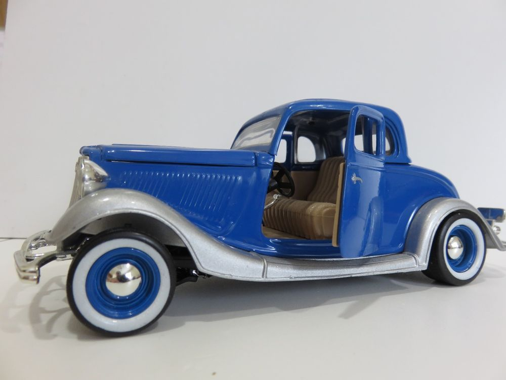 MOTORMAX-Die Cast Model Car. Blue & Silver 1934 Ford 5 Window Coupe, 1:24 Scale #Motormax #Ford