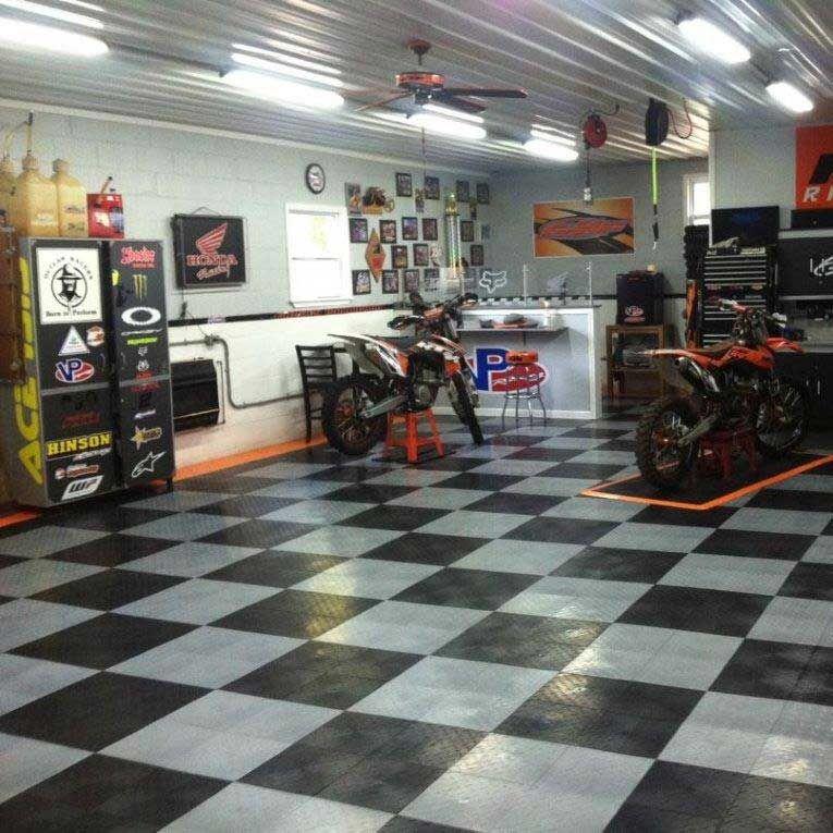 What S In Your Garage Garageflooring Avec Images Atelier Moto