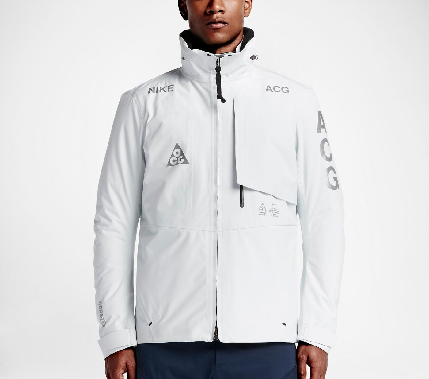 28d601e11b4d NikeLab ACG 2-in-1 System Jacket -  650The outer shell is made with  Gore-Tex fabric and features sealed seams. The superior weather protection  is ...