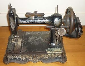 Ancienne machine a coudre manuelle new national en fonte for Machine a coudre kohler ancienne