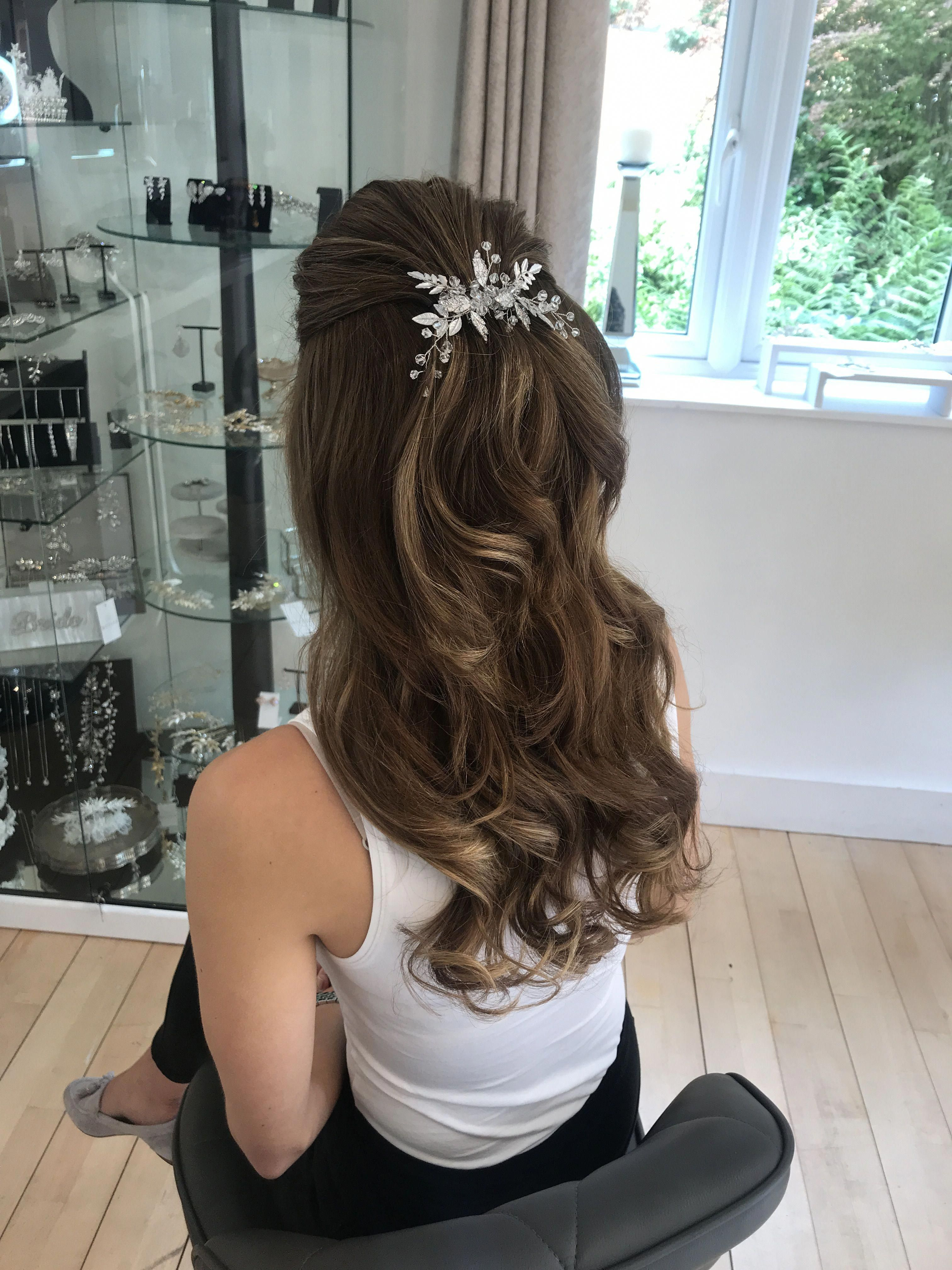 Half Up Half Down Wedding Hairstyles Bridal Hair Long Hair Bridal Hairstyles Botias Accessories Natural Hairst Hair Styles Half Up Hair Long Hair Styles