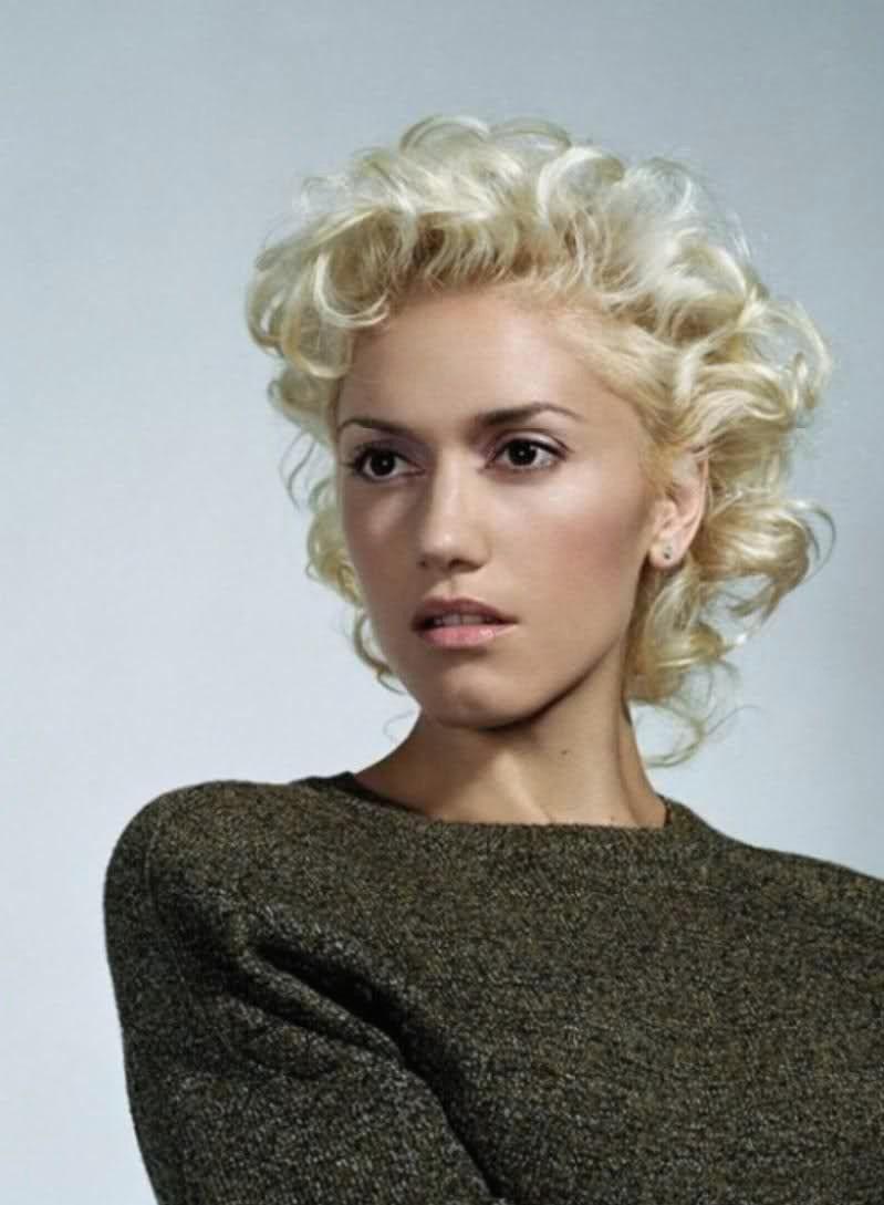 short curly blonde hair   gwen stefani   hairstyle: short
