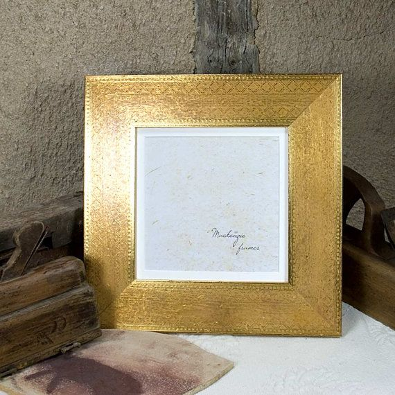 A discreetly engraved gold frame for your 8 x 8 inch enlargements ...