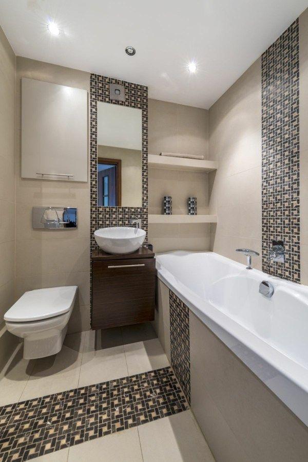 kleine b der einrichten eingesetzte dunklere mosaik akzente als rand im badezimmer bad. Black Bedroom Furniture Sets. Home Design Ideas