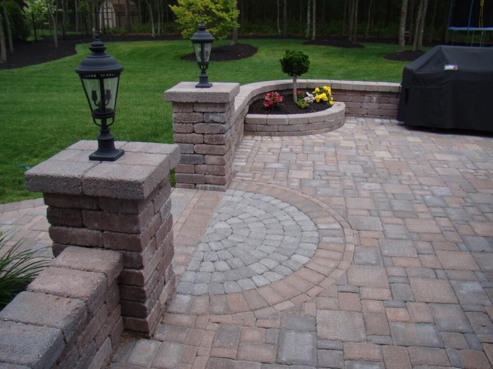 Decorative Retaining Wall For Your Patio And Walkway With Lamp Piers