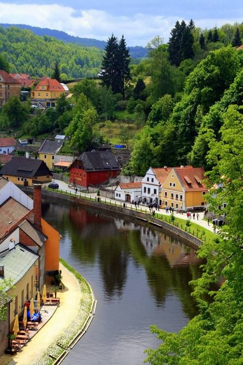 Cesky Crumlov, Czech Republic #travel #awesome #places Visit www.hot-lyts.com to see more background images