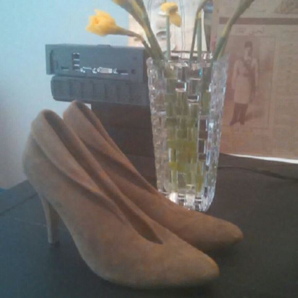 Dolce vita olive suede ankle booties These delicious shoes update every outfit. Olive suede. Dolce Vita Shoes
