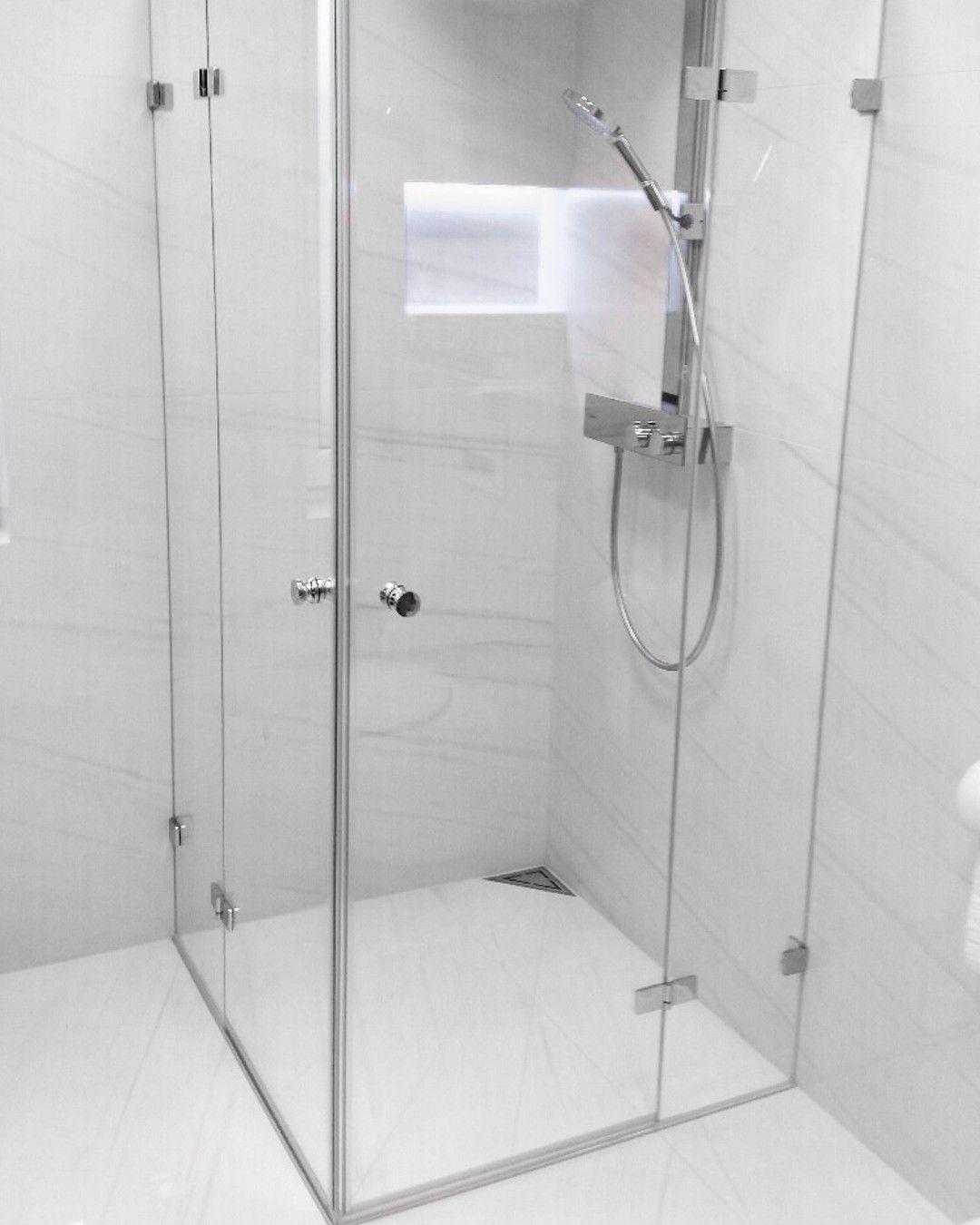 Neulich Von Uns Montiert Die Beliebte Viereckdusche Modell 320 Aus Unserer Unikat Serie Der Eckeinstieg Mit Nach Aussen O In 2020 Glasduschen Badezimmer Barrierefrei