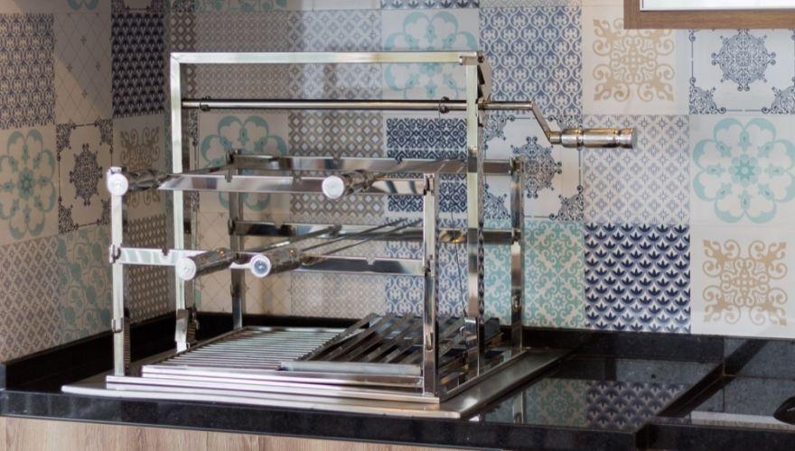 Grill Classic Com catraca de elevação da grelha todo em aço inox 304 5mm com 1/2 grelha Parrila e 1/2 grelha Argentina. henrique@polytec.com.br