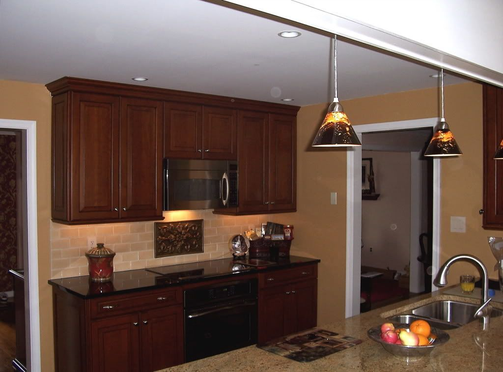 Caramel colored kitchen cabinets what is a good 39 caramel for Nice colours for kitchen walls