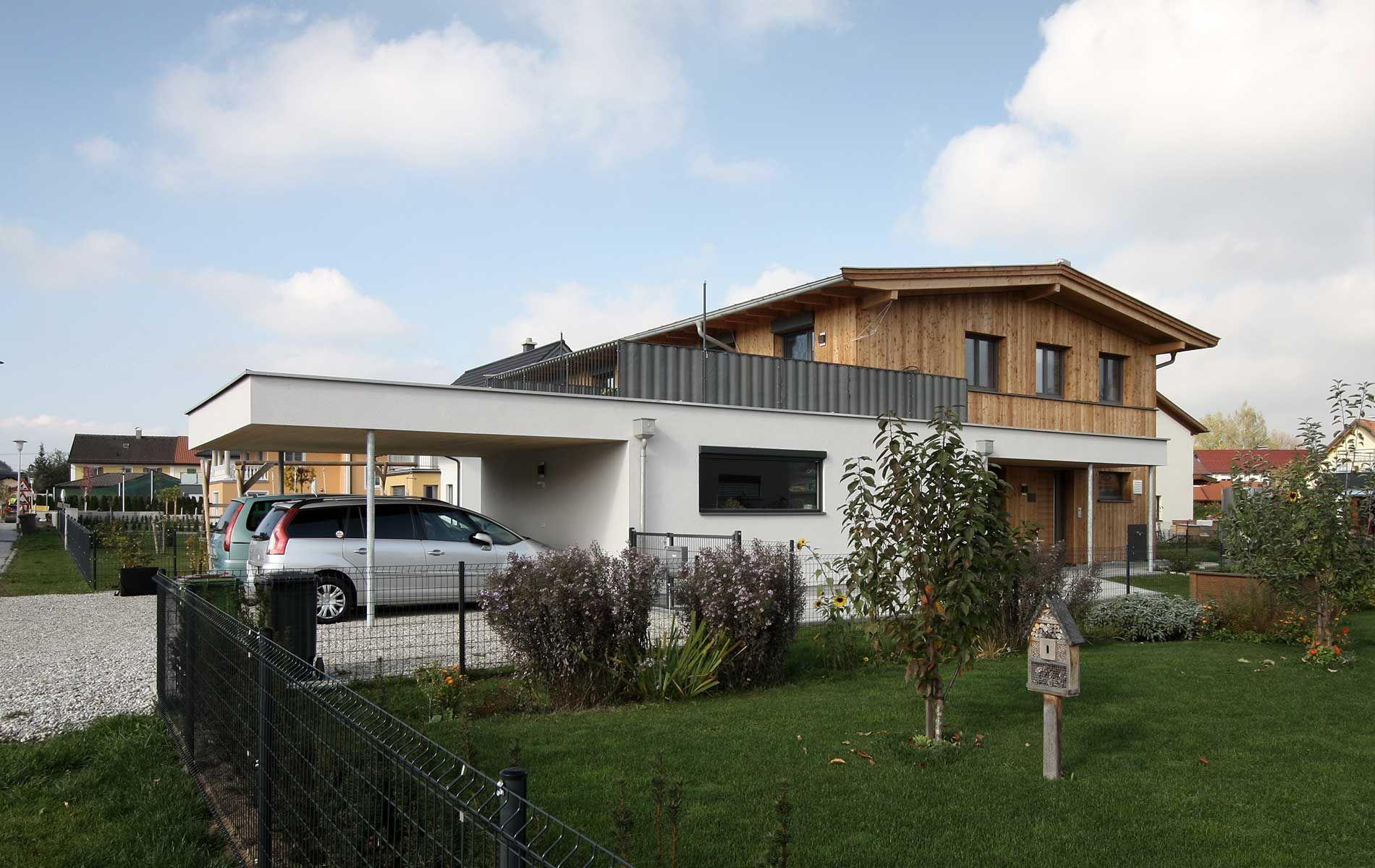 Neubau zweifamilienhaus mit carport holzhaus modern for Chalet modern bauen