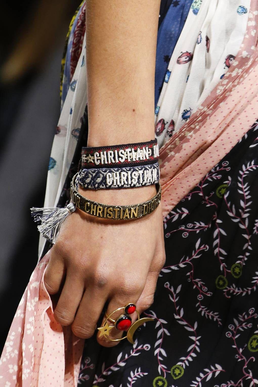d832d9fddd559 Christian Dior Fall Winter 2018 jewelry trends Modna Biżuteria, Modne Buty,  Christian Dior,