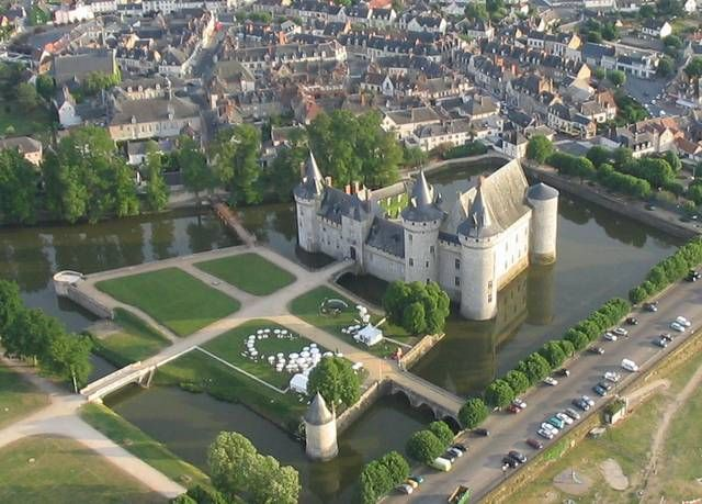 The Château de Sully, the largest stately home in Burgundy, is in the beautiful countryside between Beaune and Au… | Sully-sur-loire, French castles, Chateau france