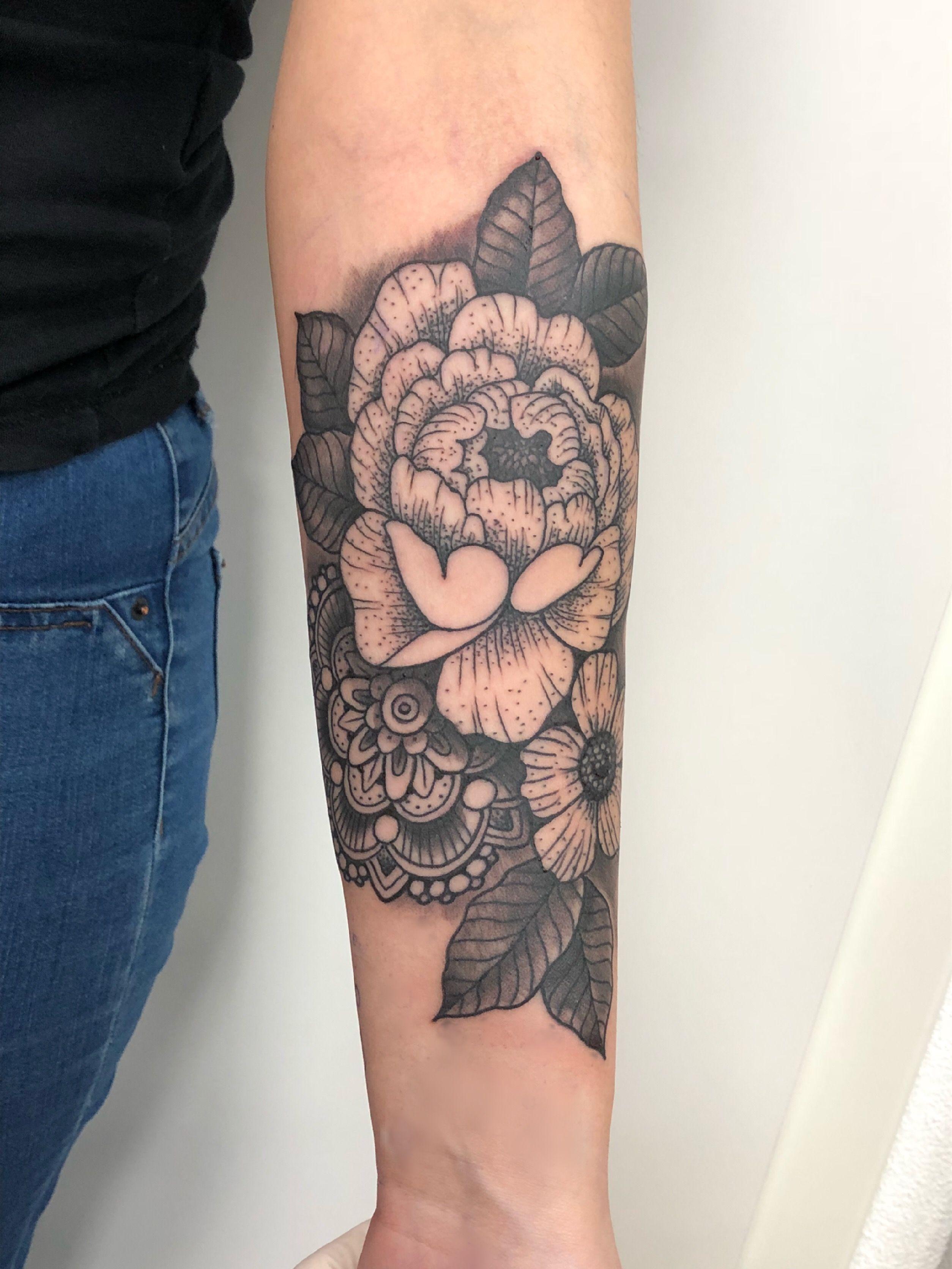 tattoo unterarm tattoo unterarm blumen girl tattooed flowers girly inked inkedgirl. Black Bedroom Furniture Sets. Home Design Ideas
