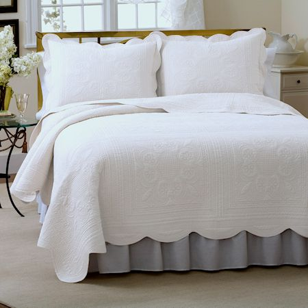 Elegant Solid White Bedding Full Queen King Cotton Quilt Scalloped Bedspread White Bed Set French Tile White Quilt