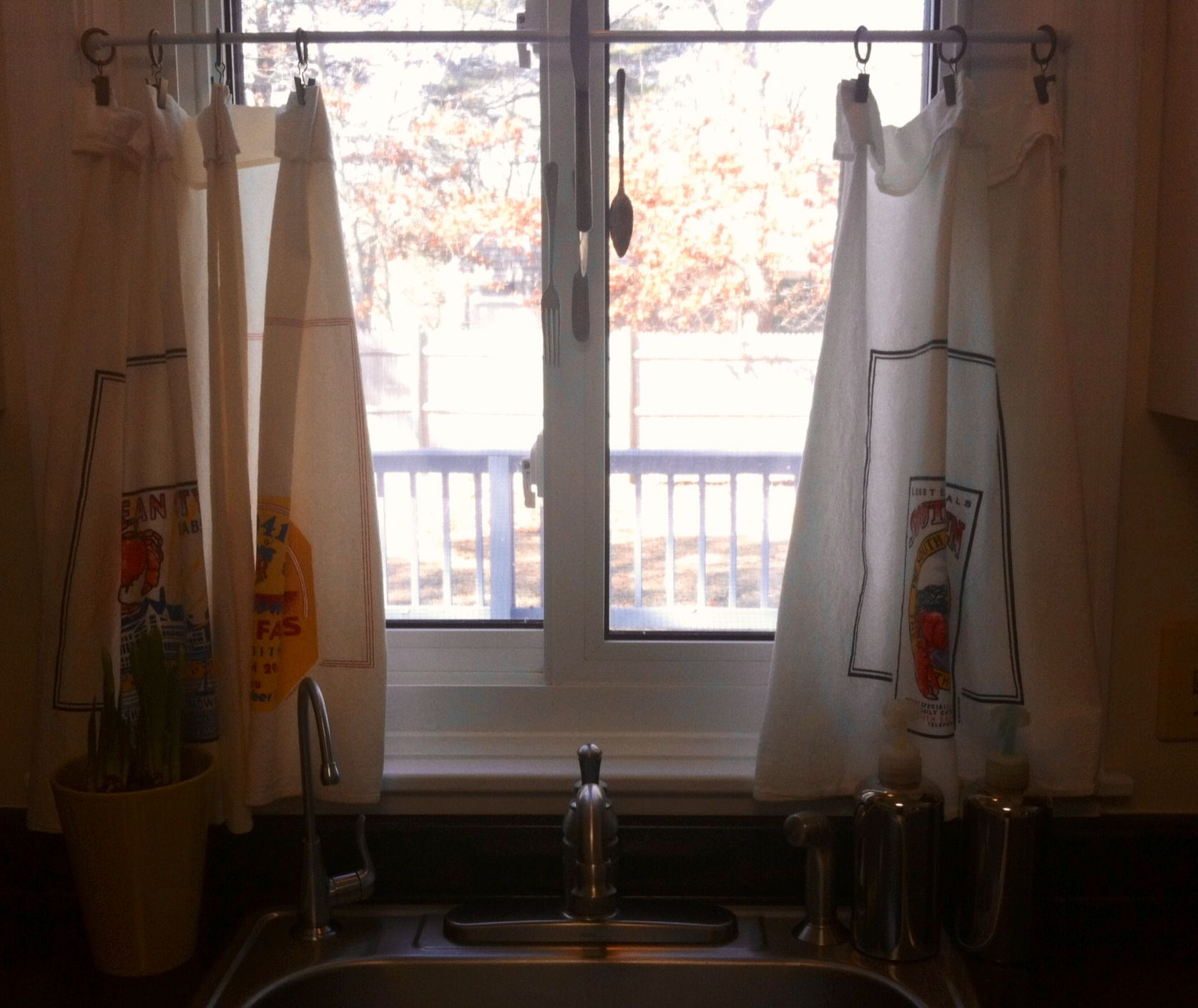 No Sew, Simple Cafe Curtains, Using Kitchen Flour Sack Towels,