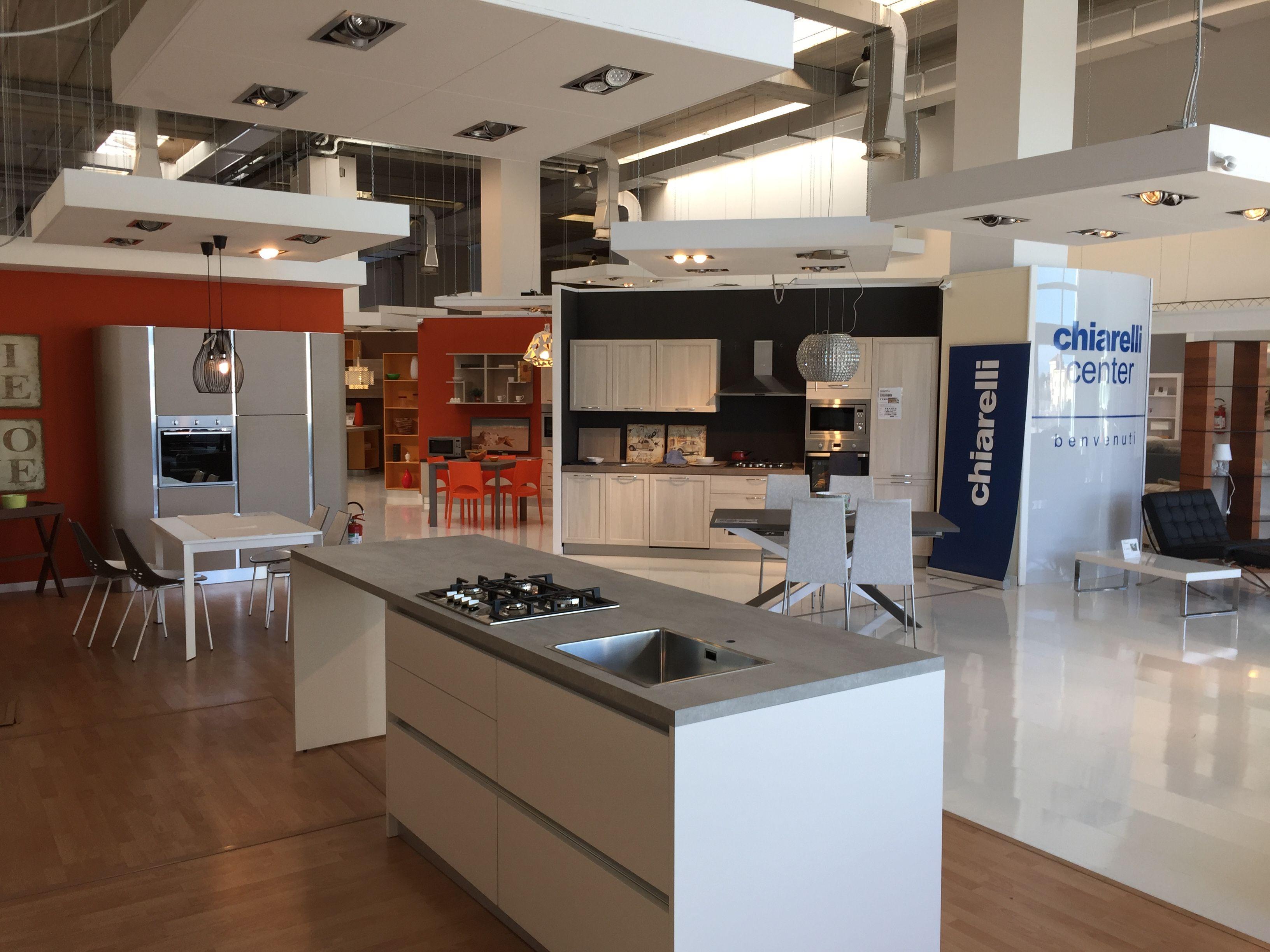 Chiarelli center arredamenti bari modugno divani cucine for Mobili gratis a milano