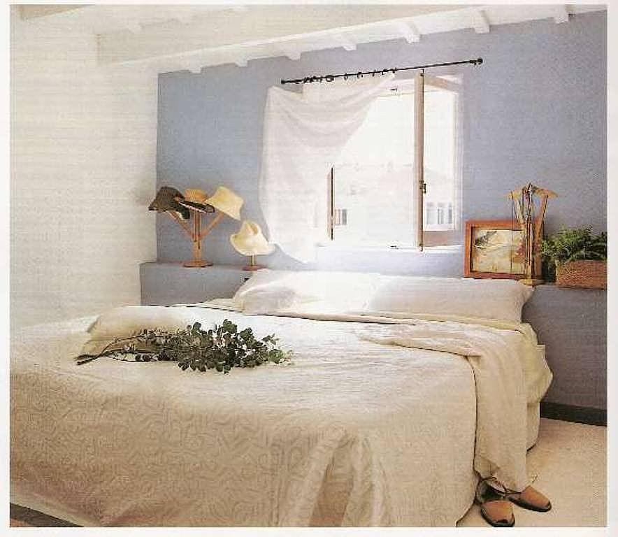 Tiene alguien la ventana como o encima del cabecero de la - Como decorar una casa ...