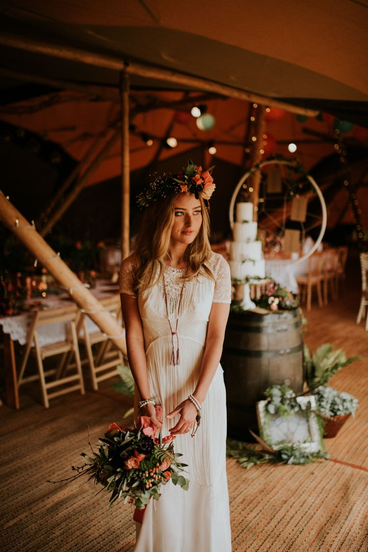 A Lakeside Dreamcatcher Inspired Tipi Shoot in Cheshire
