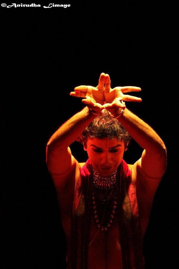 "Anirudha Limayeさんのツイート: ""#dance #bharatnatyam #indiaarts http://t.co/Ey7J81p6RA"""