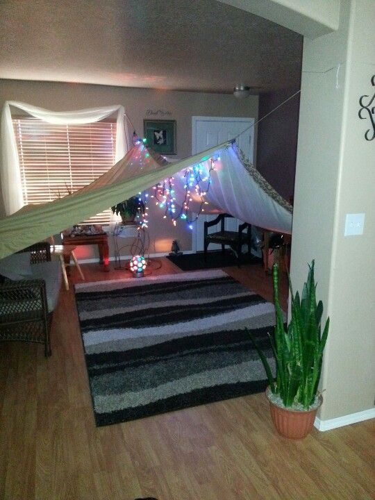 Easy homemade fort...This would probably work. Yay!