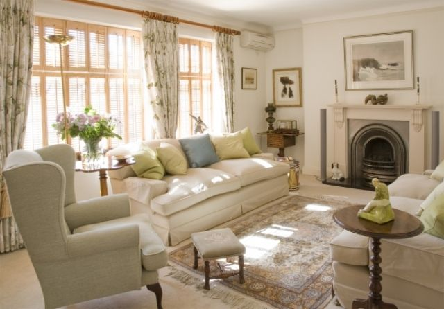 English Style Living Room Design. Love the color scheme.