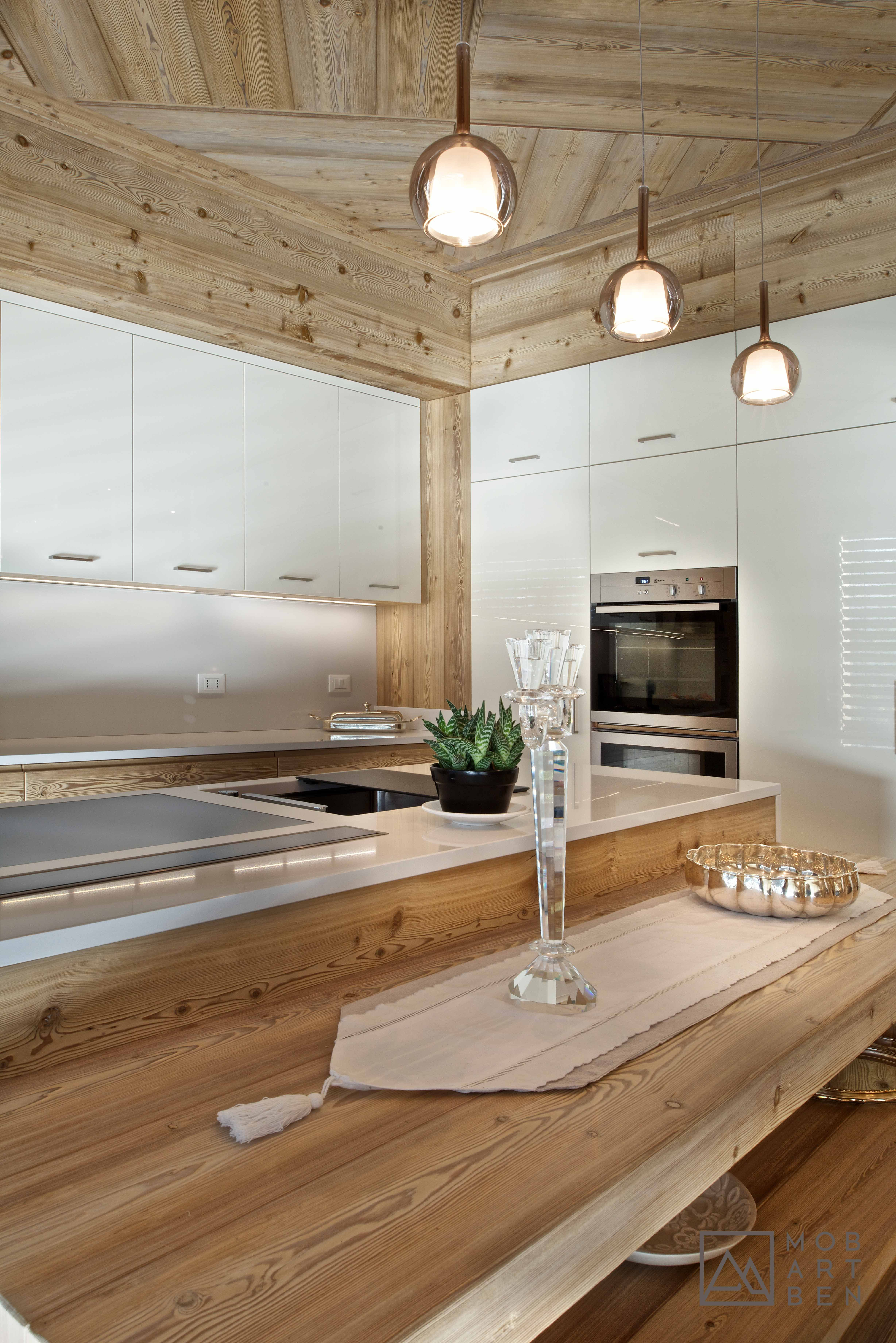 Cucina Artigianale Moderna.Cucina Moderna In Larice Spazzolato E Vetro Laccato