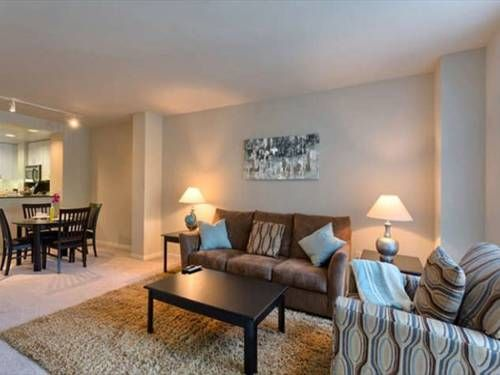 Santa Clara Sophisticated 1/1 Santa Clara (California) Situated 2.4 km from Levi's Stadium in Santa Clara, this air-conditioned apartment features free WiFi. Featuring free private parking, the apartment is 2.5 km from Great America Theme Park.