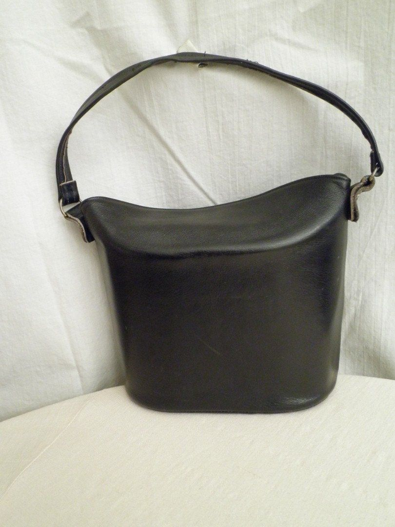 258bde2938 1950s Vintage Leather Bucket Bag in Classic Black